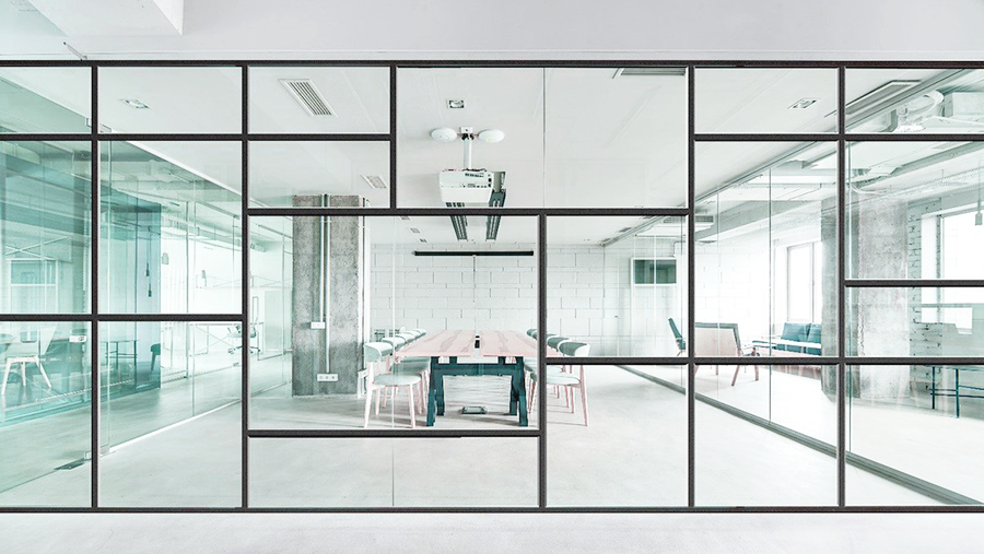 Professionele plaatsing van glas- en systeemwanden